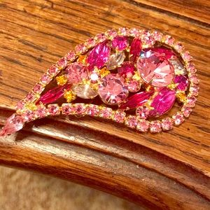 Vintage brooch with pink stones